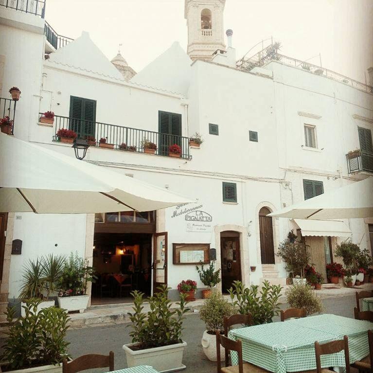 locale esterno con tavoli Gustoteca Mediterranea La Pignatta